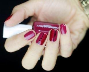 Рисунки на красных ногтях, розовый маникюр с красно-черным блестящим рисунком