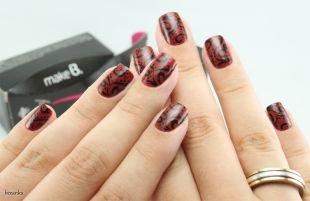 Черные рисунки на ногтях, оригинальный темно-красый маникюр с узором