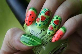 """Рисунки на красных ногтях, летний ягодный маникюр """"арбуз"""" со стразами"""