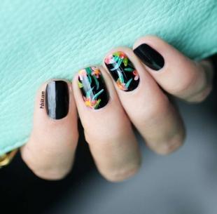 Китайская роспись ногтей, черный маникюр с растительным рисунком