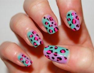Леопардовые рисунки на ногтях, цветной яркий леопард