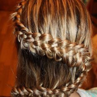 """Цвет волос темный блондин, прическа в школу """"коса-змейка"""""""