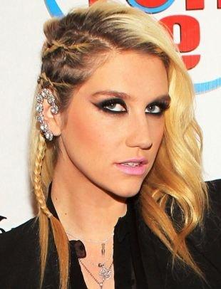 Цвет волос блонд на длинные волосы, модные косички на висках