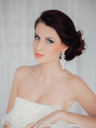 Свадебный макияж для голубых глаз и темных волос, свадебный макияж с коралловой помадой