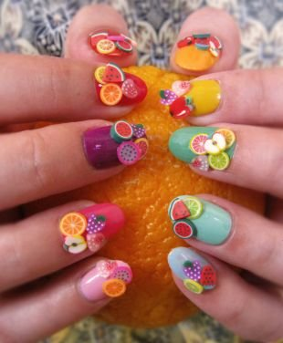 Красные ногти с рисунком, 3d фрукты на ногтях