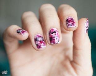 Новинки дизайна ногтей, необычный маникюр с разводами