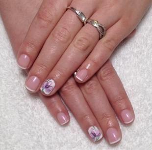 Французский маникюр на коротких ногтях, французский маникюр с цветочным рисунком