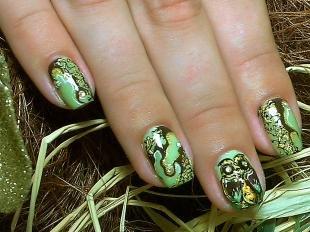 Зеленый маникюр, зеленый дизайн ногтей с рисунком совы