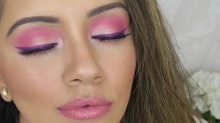 Восточный макияж для голубых глаз, весенний макияж в фиолетово-розовых тонах