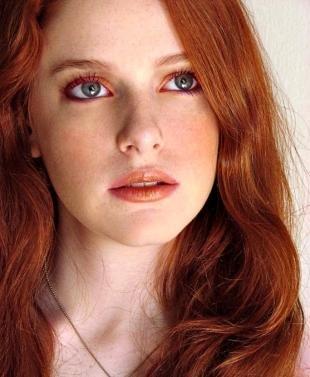 Макияж для рыжих с голубыми глазами, макияж для лица с веснушками