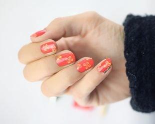 Красные ногти с рисунком, коралловый маникюр с цветами на коротких ногтях