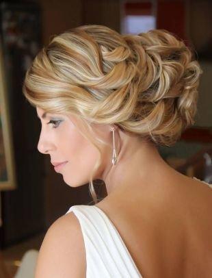 Модные прически на выпускной на длинные волосы, греческая прическа