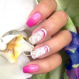 Маникюр с розами, дизайн ногтей в бело-розовой гамме