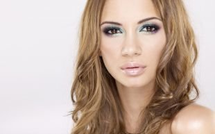 Макияж под фиолетовое платье, стильный летний макияж для карих глаз