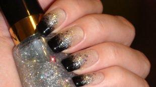 Дизайн ногтей френч, градиентный маникюр черный френч с блестками