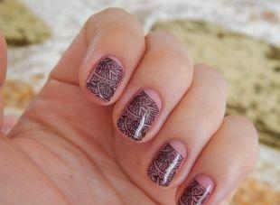 Черные рисунки на ногтях, маникюр на коротких ногтях со сказочным рисунком