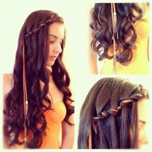 Темно каштановый цвет волос, прическа водопад