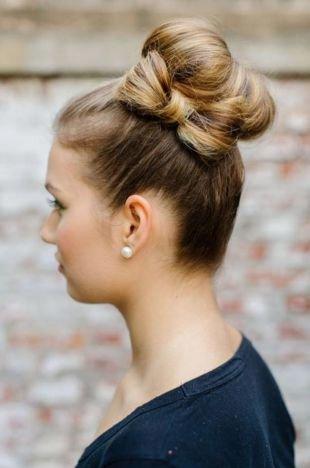 """Прически в стиле стиляг, прическа """"бант"""" из волос сбоку с пучком"""