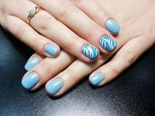 Рисунки с узорами на ногтях, серебристо-голубой маникюр с рисунком