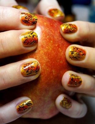 Рисунки с листьями на ногтях, осенний маникюр с простым рисунком