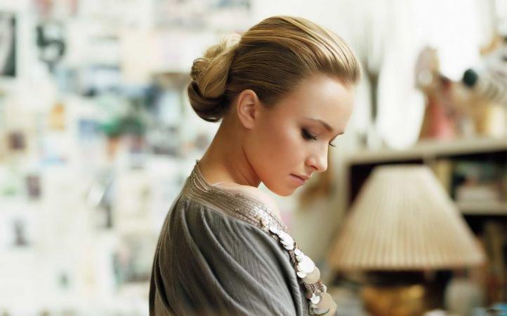 Вечерняя прическа на средние и длинные волосы