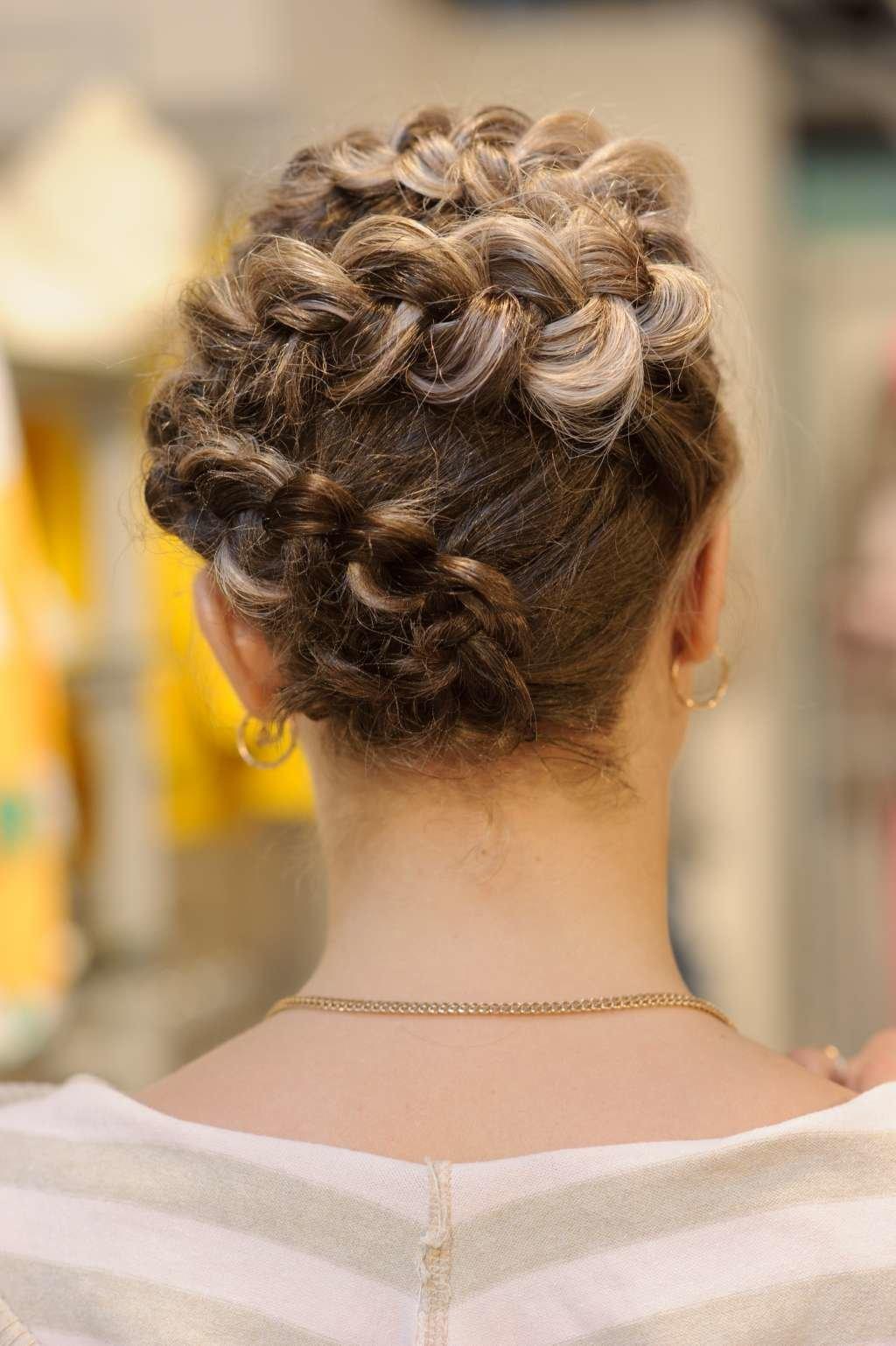 Жгуты прически для средних волос