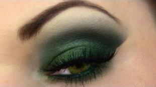 Легкий макияж на хэллоуин, насыщенный макияж глаз в зеленых тонах
