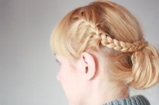 Цвет волос медовый блонд, прическа для стрижки с челкой