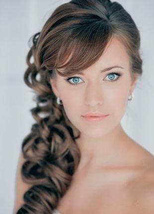 Светло каштановый цвет волос, потрясающая свадебная прическа на длинные волосы