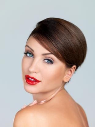 Профессиональный свадебный макияж, макияж для голубых глаз и каштановых волос