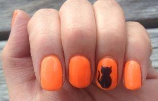Простой дизайн ногтей, оранжевый маникюр с рисунком в виде кота