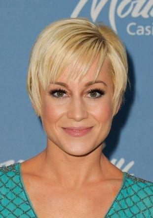 Цвет волос теплый блонд, аккуратная стрижка для тонких волос