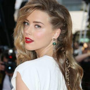 Перламутровый цвет волос на длинные волосы, необычная прическа на выпускной