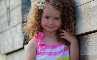 Причёски с распущенными волосами, простая детская прическа на выпускной
