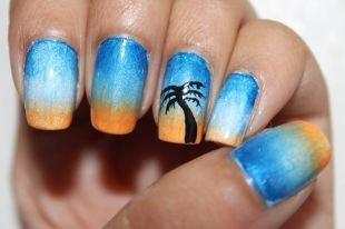 Маникюр на широкие ногти, голубой маникюр с пальмой