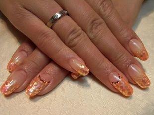 Осенние рисунки на ногтях, оранжевый френч с золотистым декором