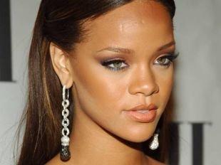 Макияж под черное платье, трендовый макияж для зеленых глаз