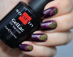 Аквариумный дизайн ногтей, темно-фиолетовый маникюр с золотыми блестками