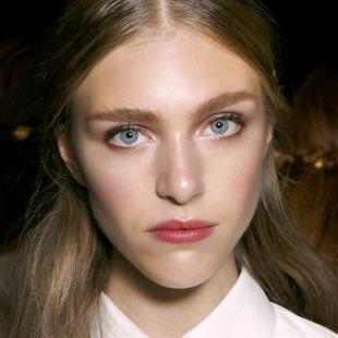 Нежный макияж, весенний макияж для треугольного лица