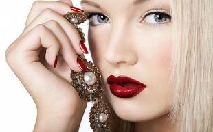 Макияж для блондинок с голубыми глазами, макияж для блондинок с яркой помадой