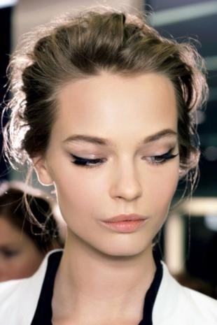Легкий макияж для серых глаз, макияж со стрелками