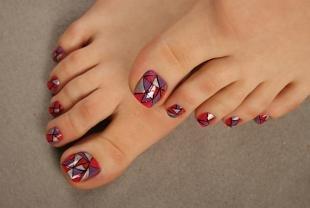 Рисунки на красных ногтях, оригинальный дизайн педикюра