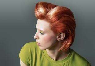 Ярко рыжий цвет волос, укладка коротких волос в ретро-стиле