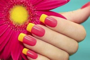 Двухцветный маникюр, стильный желто-красный френч