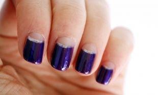Красивый дизайн ногтей, темно синий лунный маникюр с серебристой каймой