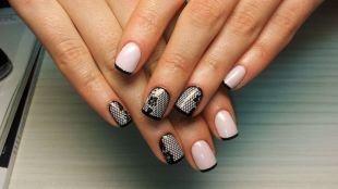 Черный дизайн ногтей, ажурный маникюр на короткие ногти