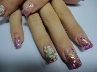 Маникюр с ромашками, нарощенные ногти с аквариумным дизайном