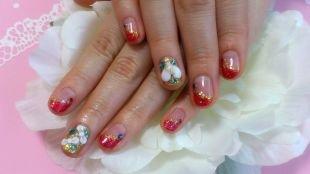 Яркий френч, французский маникюр (френч) на коротких ногтях с блестками и камнями