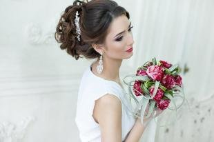 Свадебные прически с челкой, элегантная прическа для невесты с длинными волосами
