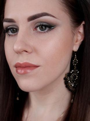 Вечерний макияж под синее платье, драматичный макияж глаз